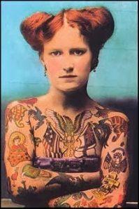 Muestra de tatuajes de la comunidad hippy